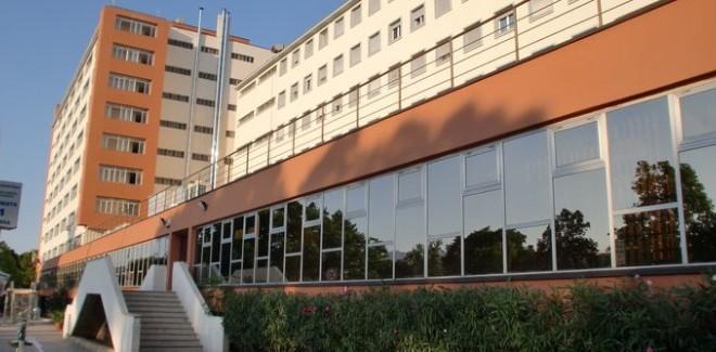 La mensa Santi Romano come appariva all'esterno prima della ristrutturazione in corso