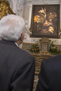 Il Presidente della Repubblica Sergio Mattarella durante la cerimonia di consegna della riproduzione della ''Natività'' di Caravaggio, all'oratorio San Lorenzo a Palermo, 12 dicembre 2015. foto ANSA / US PRESIDENZA REPUBBLICA