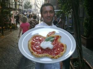Napoli accoglie la Apple. Foto: facebook.com