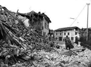 Immagine che ricorda le rovine del terremoto in Friuli. Fonte: http://www.corriere.it/foto-gallery