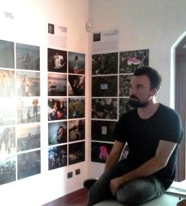 Kevin McElvaney, nato 1987 nel nord della Germania da padre tedesco e madre irlandese. Dopo gli studi si trasferisce ad Fotografo freelance dal 2013, Agbogbloshie è la prima raccolta che ha pubblicato.
