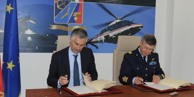 nella foto da  sx: il Rettore Micari e il Gen. Magrassi