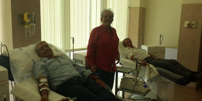 da sx Francesco Vitale, Calogero Caruso e Fabrizio De Nicola durante una donazione del sangue
