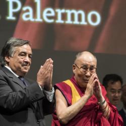 Il Sindaco di Palermo Leoluca Orlando con il Dalai Lama Tenzin Gyatso
