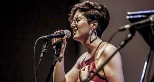 Chiara Sarrica durante un concerto