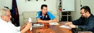 Un momento della firma dell'accordo: da sinistra Eduardo Traina, Roberto Fiore, Francesco Cappello