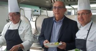 Al centro il commissario straordinario Ersu Palermo, Giuseppe Amodei, con i cuochi della COT Ristorazione