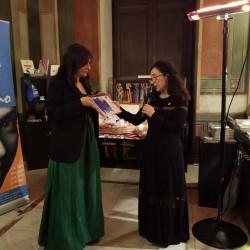 La presidentessa Matilde Todaro consegna il premio Ande 2018 a Olivia Sellerio