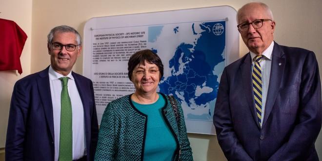 Nella foto da sx: il rettore Fabrizio Micari, la direttrice DiFC Stefania Milioto, il presidente della Società Europea di Fisica Voss