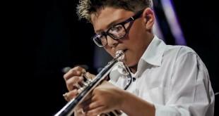 Il giovane Gaetano Castiglia sul palco del Brass Talent il 20 marzo.