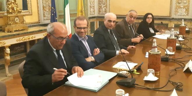 Un momento della firma del protocollo d'intesa all'ARS