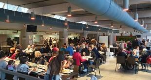 """""""Insieme a Tavola"""": in trecento all'Ersu per il pranzo di solidarietà, insieme all'assessore regionale Roberto Lagalla, i vertici dell'Ente, gli studenti universitari e COT Ristorazione"""