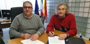 La sottoscrizione del protocollo nella sala di presidenza dell'Ersu (da sx: il presidente Ersu Giuseppe Di Miceli e il presidente di Eikona Film Pippo Gigliorosso)